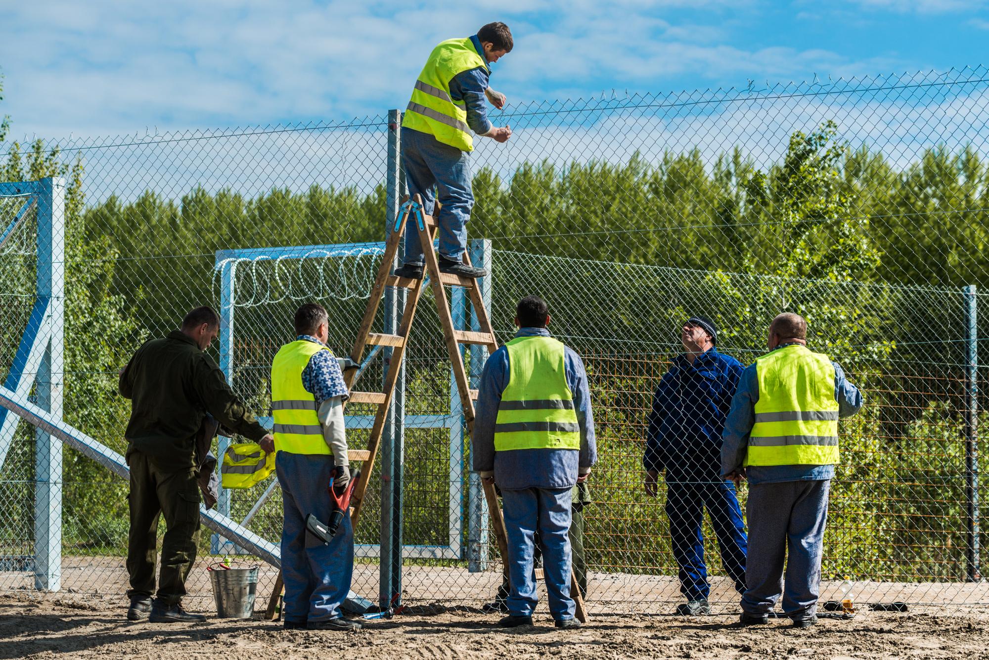 Az Ideiglenes Biztonsági Határzár kiépítésén dolgoznak az elítéltek