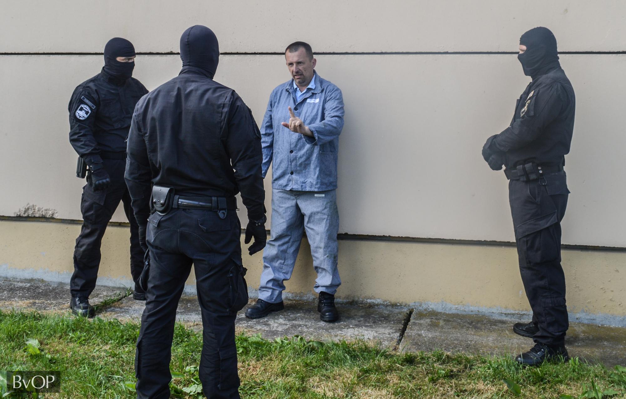 Intézkedés ellenszegülő fogvatartottal szemben