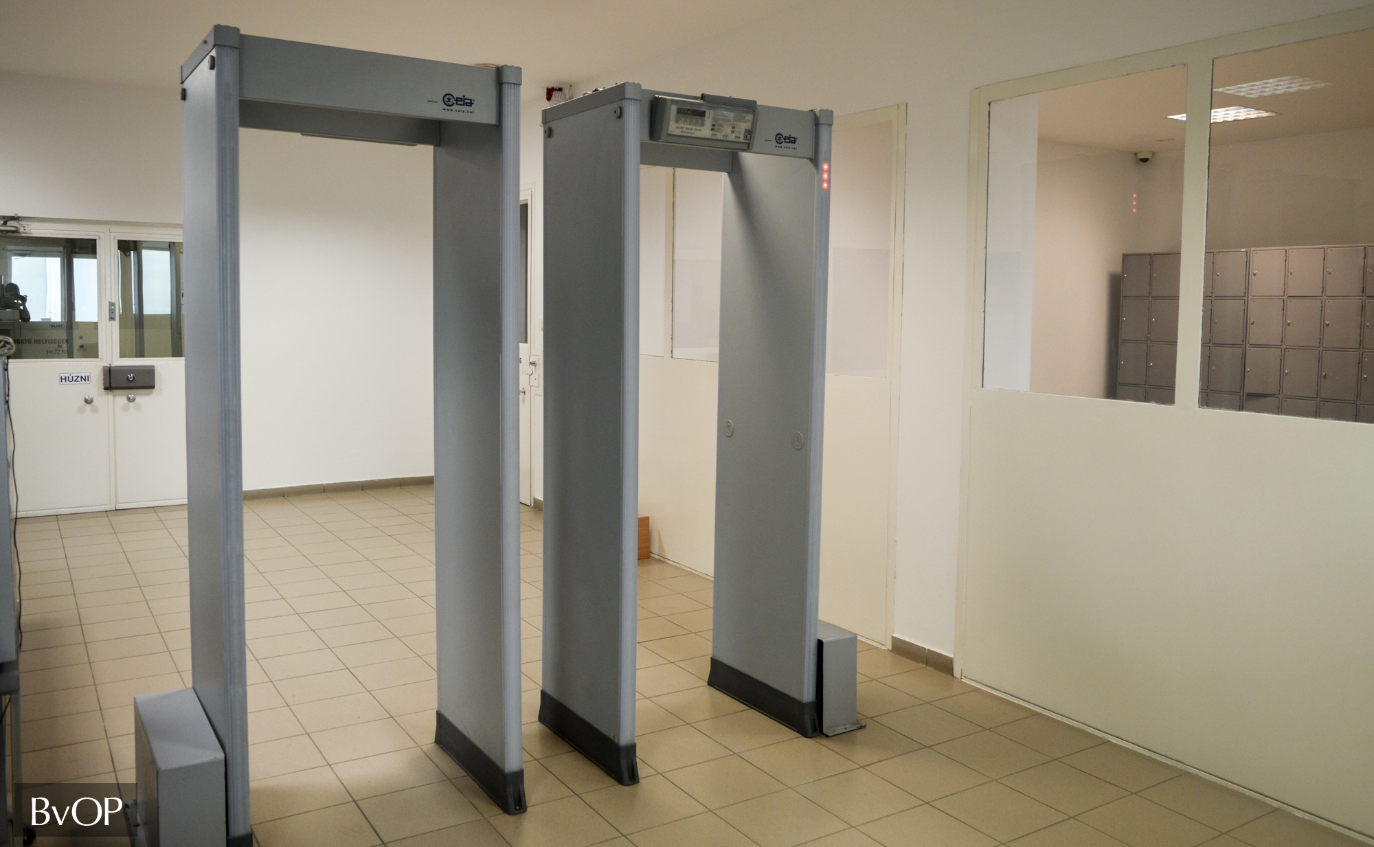 Fémkereső kapu