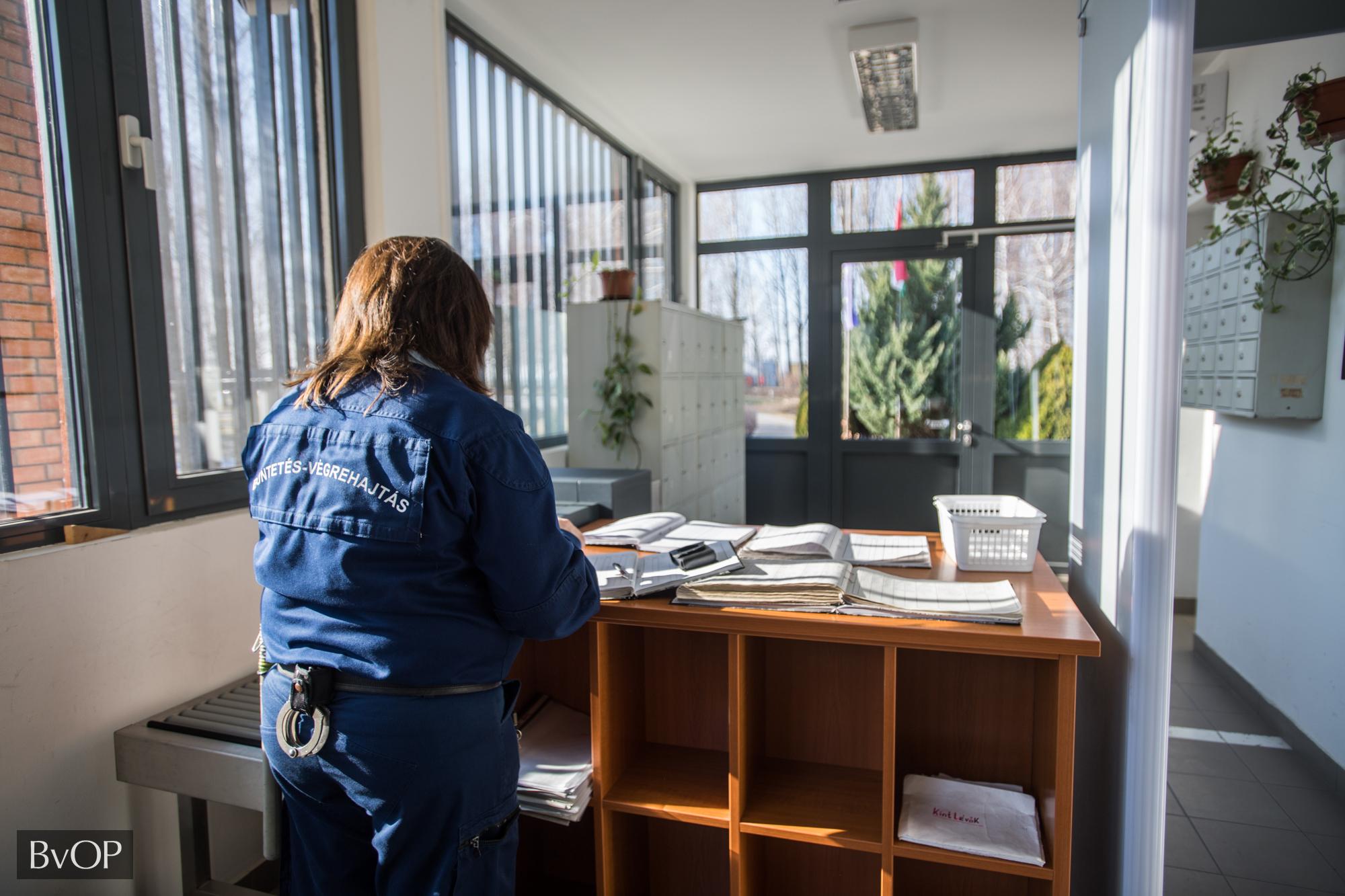 Adminisztráció a beléptető helyiségben