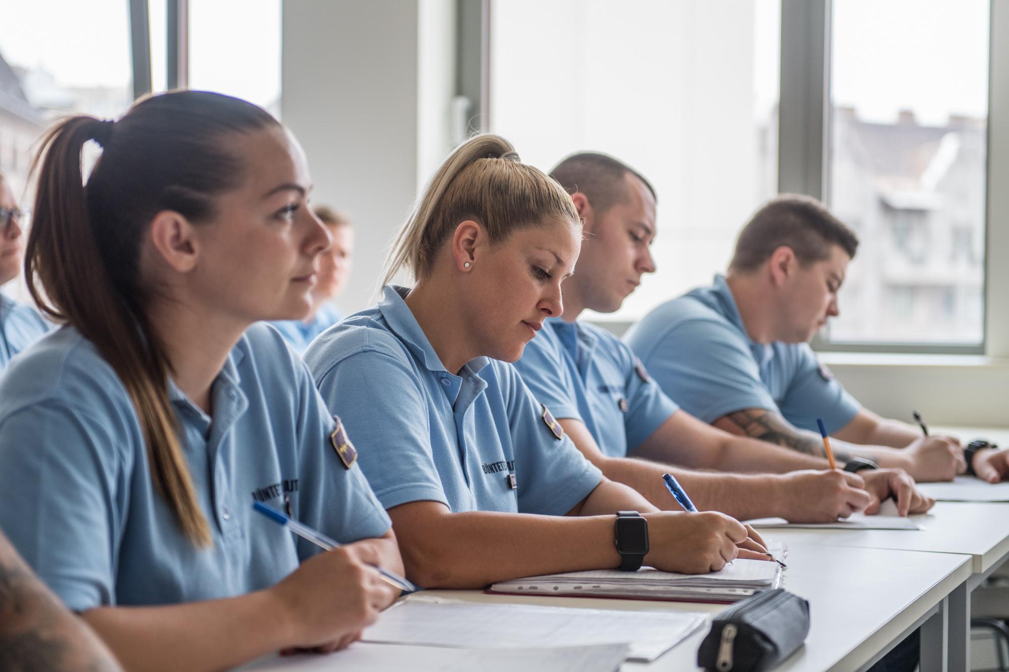 Tantermi oktatáson a büntetés-végrehajtási hivatást választó fiatalok
