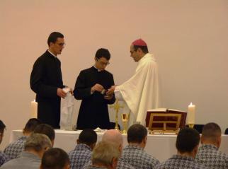 Püspöki szentmise a szombethelyi börtönben
