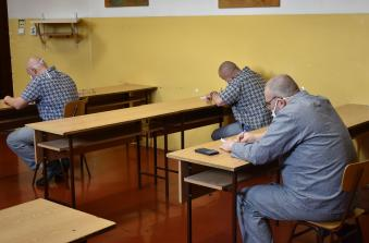 Elméleti vizsgán vesznek részt az elítéltek