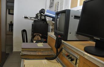 A büntetés-végrehajtásnál használt korabeli és modern híradástechnikai eszközök