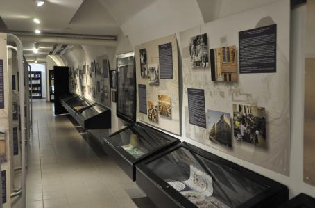 A börtönmúzeum tárlat folyosója