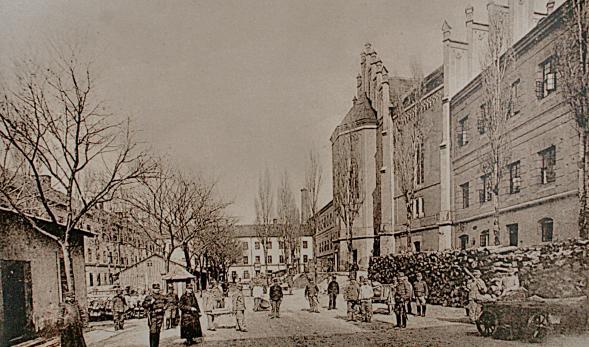 Az egykor Mária Terézia által nemes ifjak kollégiumának épített intézet ma a Váci Fegyház és Börtönnek ad otthont