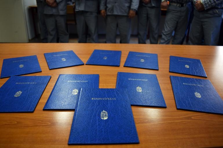10 fogvatartott szerzett bizonyítványt.