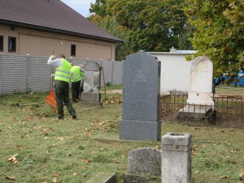 Jóvátételi munka a kápolnásnyéki zsidó temetőben